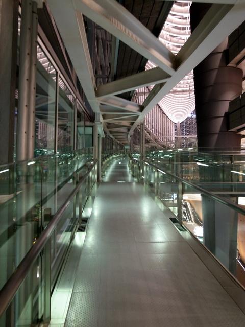 国際フォーラム 廊下