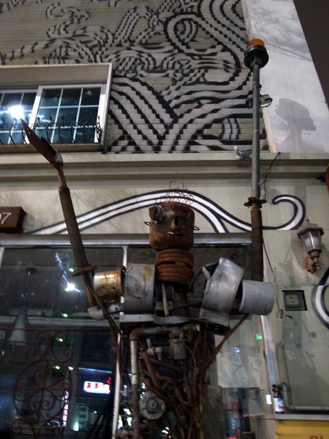 美容院前のロボット