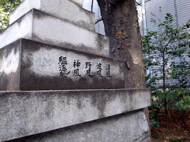 東郷神社 灯篭右