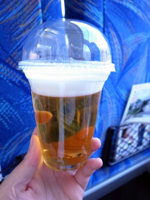 踊り子号内の生ビール