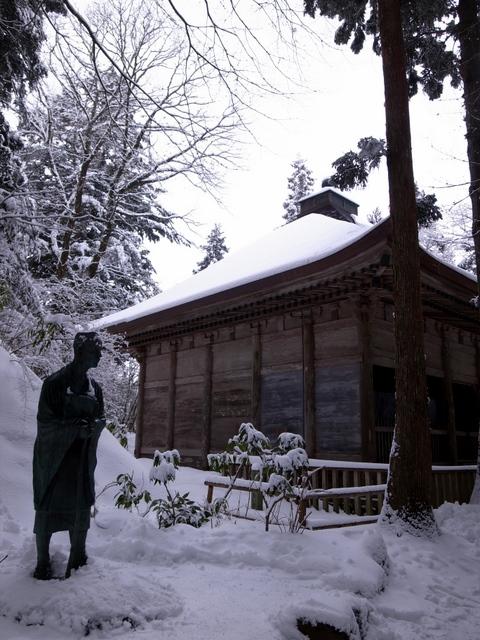 松尾芭蕉と金色堂覆堂