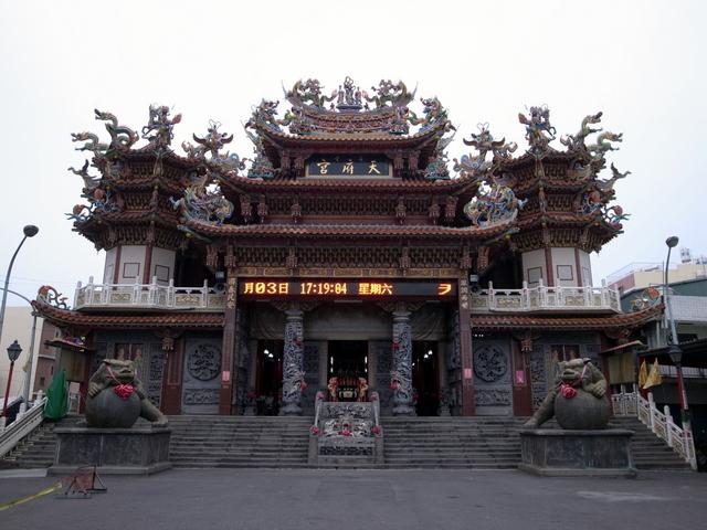 蓮池潭お寺