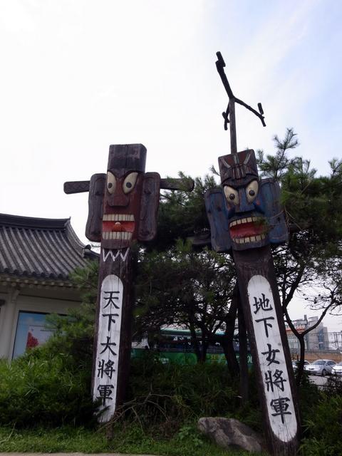 水原(수원)の観光案内所前のモニュメント