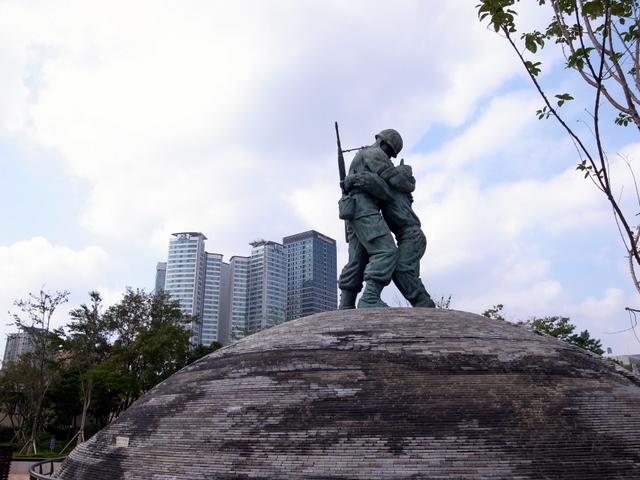 戦争記念館 兄弟の像